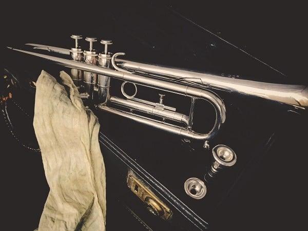 Posaune mit auf Instrumentenkoffer