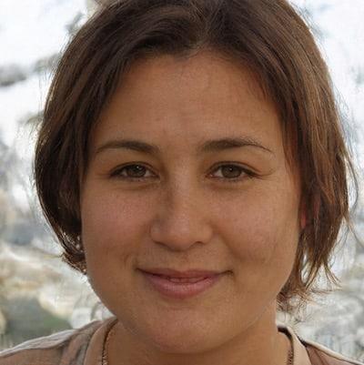 Künstliches Gesicht einer brünetten jungen Frau