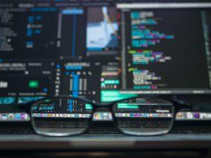 Online-Seminare mehrere Bildschirme mit Brille